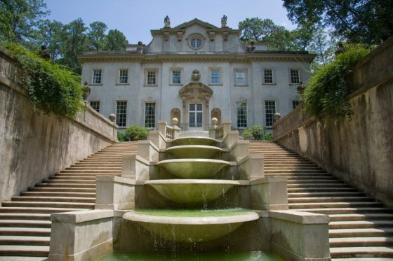 Back side of the Swan House © Holly Hildreth 2011