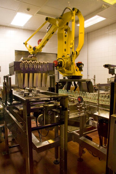 A machine bottling and packaging bottles of Coke © Holly Hildreth 2011