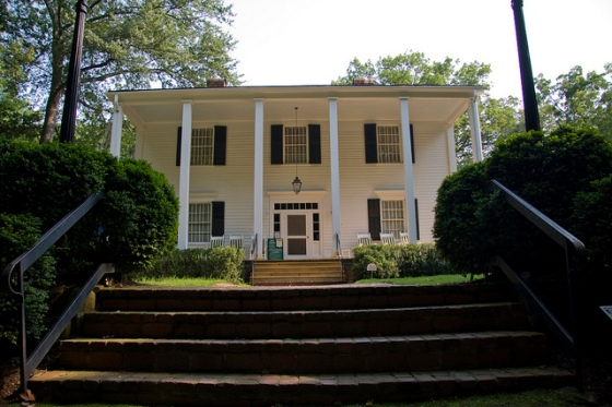 Front of the Archibald Smith Plantation house. © Holly Hildreth 2011