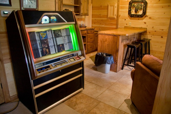 Jukebox and bar in the basement © Holly Hildreth 2011